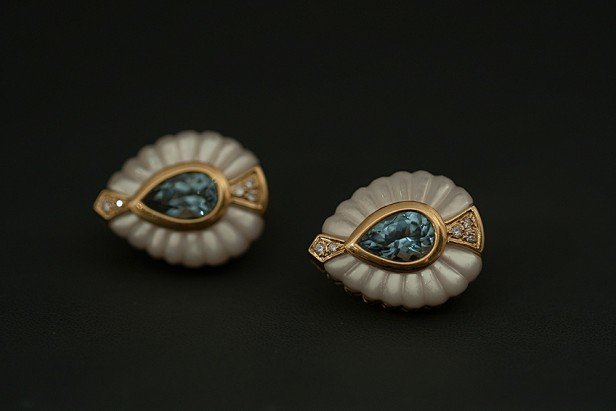 Pair of earrings with aquamarine with diamonds and mother of Pearl