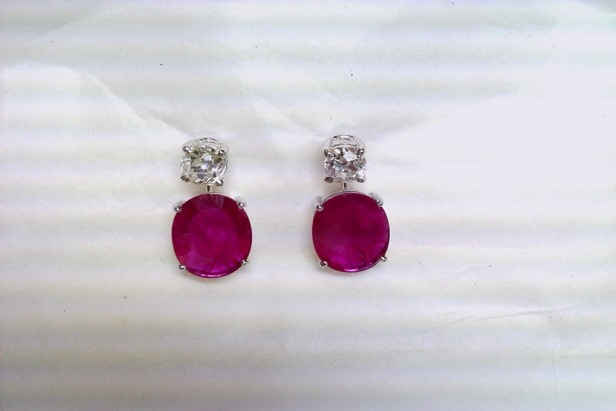 Earrings in white gold with diamonds and rubies