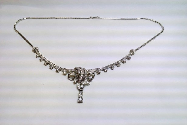 Necklace in Platinum with diamonds