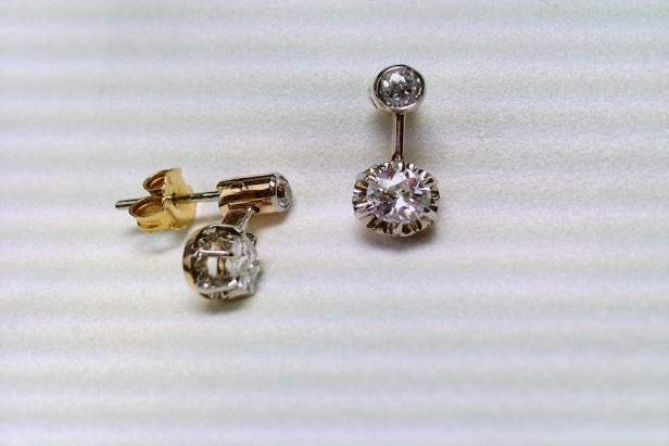 Earrings in white and yellow gold with diamonds