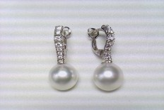 Pair of earrings in gold with diamonds and Pearl
